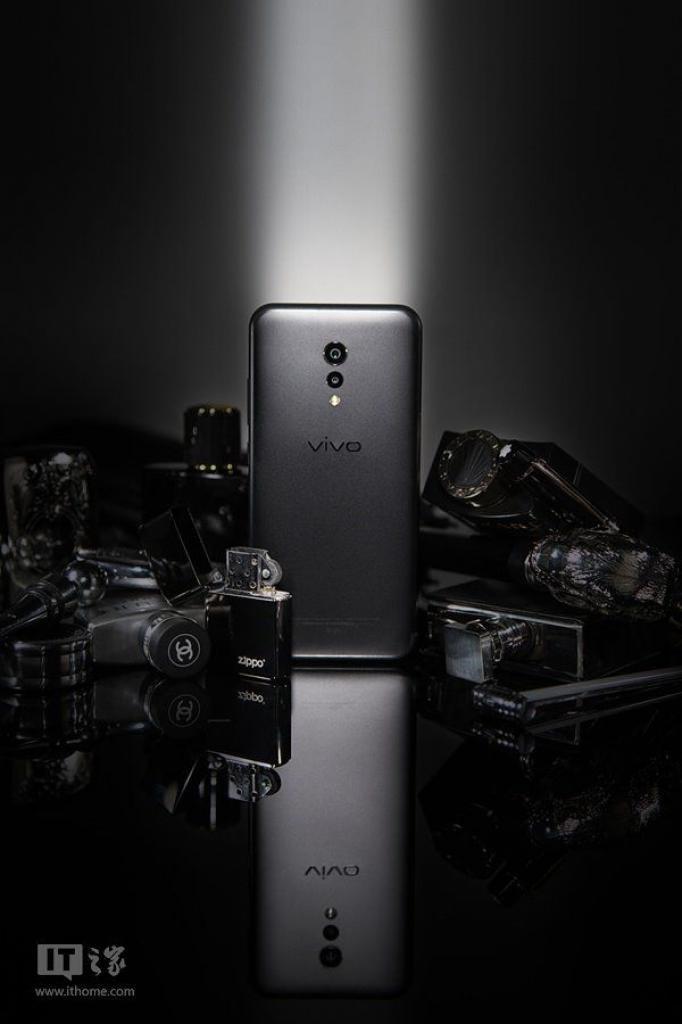 Vivo-XPlay-6-Matte-Black-Edition-4